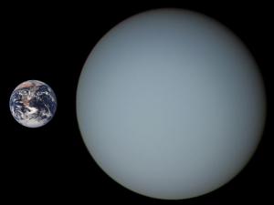 Uranus_Earth_Comparison